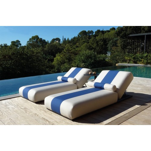 Hamaca Maya Azul Blanco. Tejido resistente a rayos UV, agua, y manchas. Acabado en anchas rayas blanco, azul, blanco. Incitta.